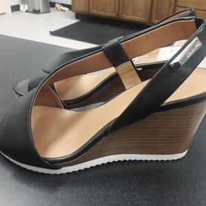 Women's sz 8 Calvin Klein summer sandals
